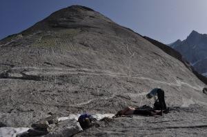 Tätä släbiä kiivettiin, Mikko rentoutuu, Laura valmistautuu kiipeämään