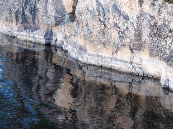 Vettä ja kiveä