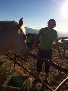 Minä ja agriturismon hevonen.
