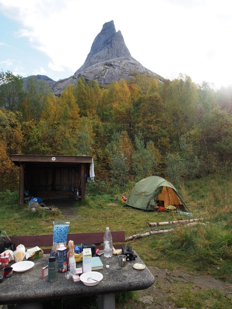 Leiripaikka on perus levähdyspaikka. Fasiliteetit on kunnossa verkkoa lukuunottamatta ja vuorikin näkyy.