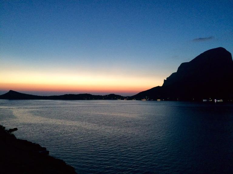 Massourista avautuu upea maisema kohti Telendosta erityisesti auringonlaskun aikaan.